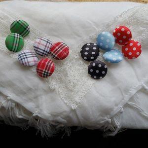 Six pairs stud earrings!